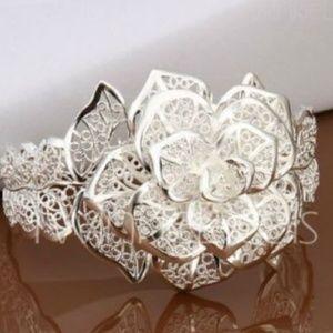 Gorgeous Flower Design Silver-tone Cuff Bracelet